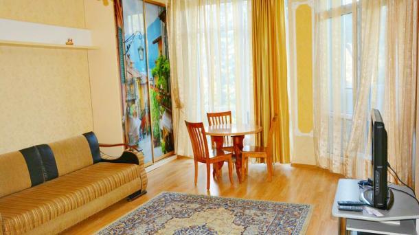 Двухкомнатная квартира у входа в  Приморский парк.
