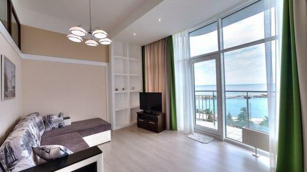 Аренда двухкомнатных апартаментов на набережной с шикарным видом на море и город.
