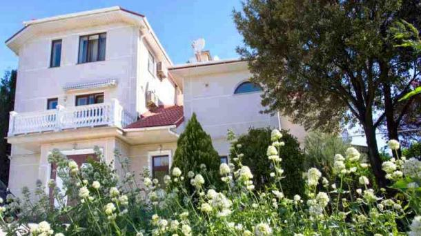 """Аренда дома""""Красные крыши №1""""в п.Ливадия,в 300 метрах от пляжа"""