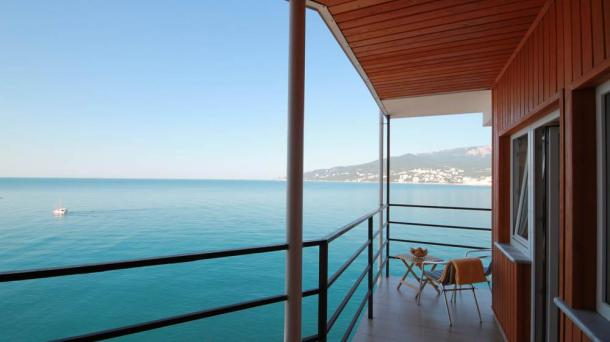 Однокомнатные апартаменты с собственной картой пляжа и с видом на море.Нижняя Массандра.