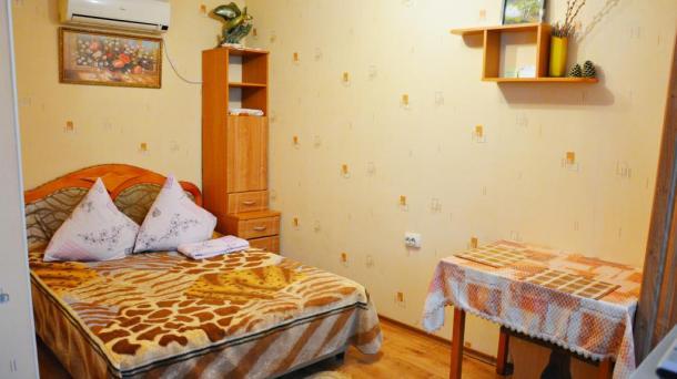 Однокомнатная квартира-студия возле набережной.Частный сектор, Ялта.