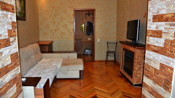 Двухкомнатная квартира  в Центре Ялты.