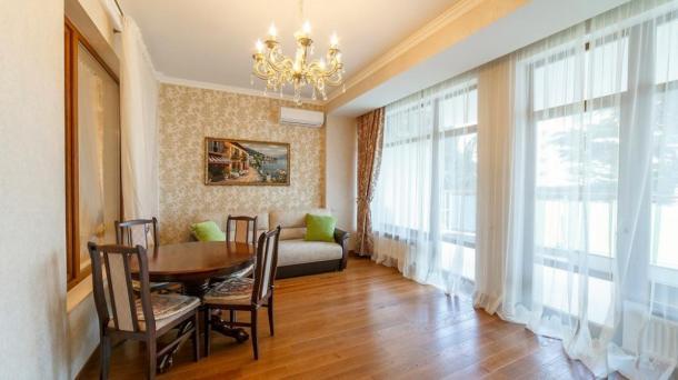 """Двухкомнатных апартаменты в Приморском парке,в жилом комплексе """"Лотос"""",с видом на море."""