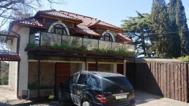 Коттедж с двором в Магараче