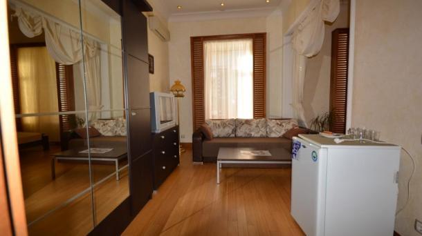 Однокомнатные апартаменты на набережной в Ялте
