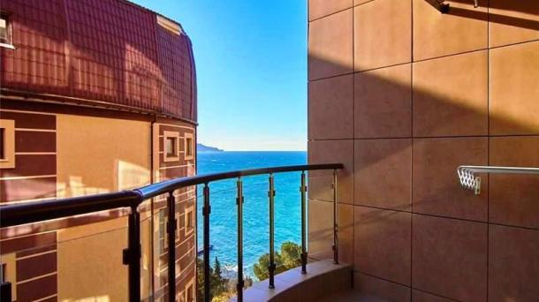Аренда 1 комнатных апартаментов с балконом у моря в Ялте